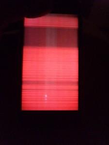 画面が赤くなったアイフォーン